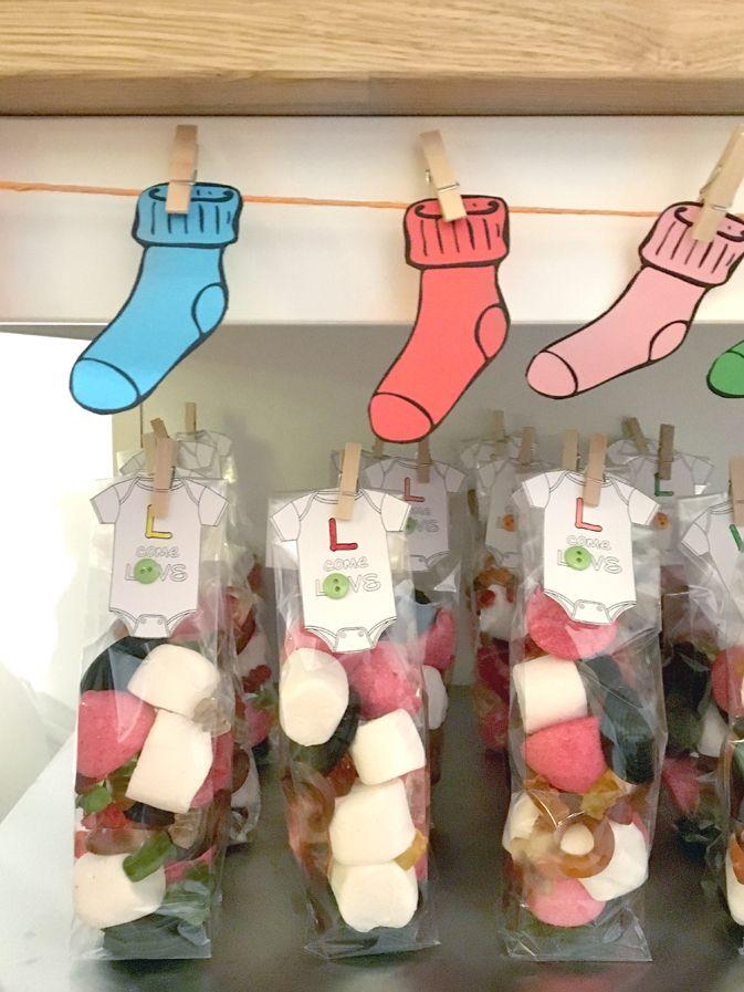 Babyshower-happyhour-tutine-bottoni-bottoms-babygro-socks-calzini-caramelle-candies-petitcadeau-regalino