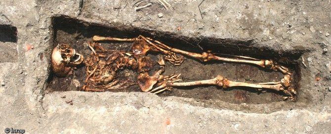 Inhumation en cercueil, fin XVIIIe - début XIXe s., cimetière paroissial de La Ciotat (Bouches-du-Rhône), 2009