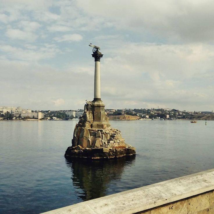 Крым. Севастополь. Памятник затопленным кораблям
