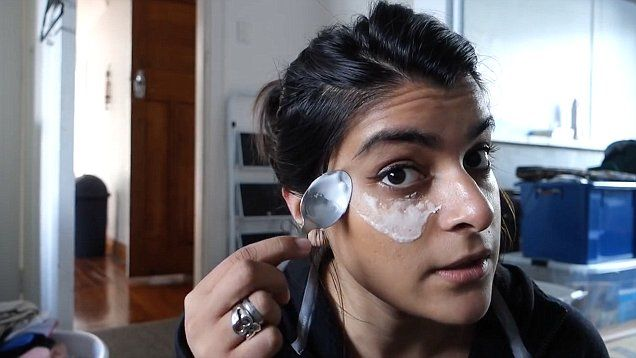 Youtube star Darsh's Bites shows you how to get rid of dark circles under your eyes using baking soda.