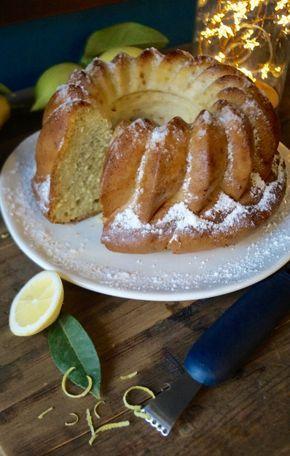 Gâteau aérien et léger au citron fait avec du fromage blanc et des blancs en neige