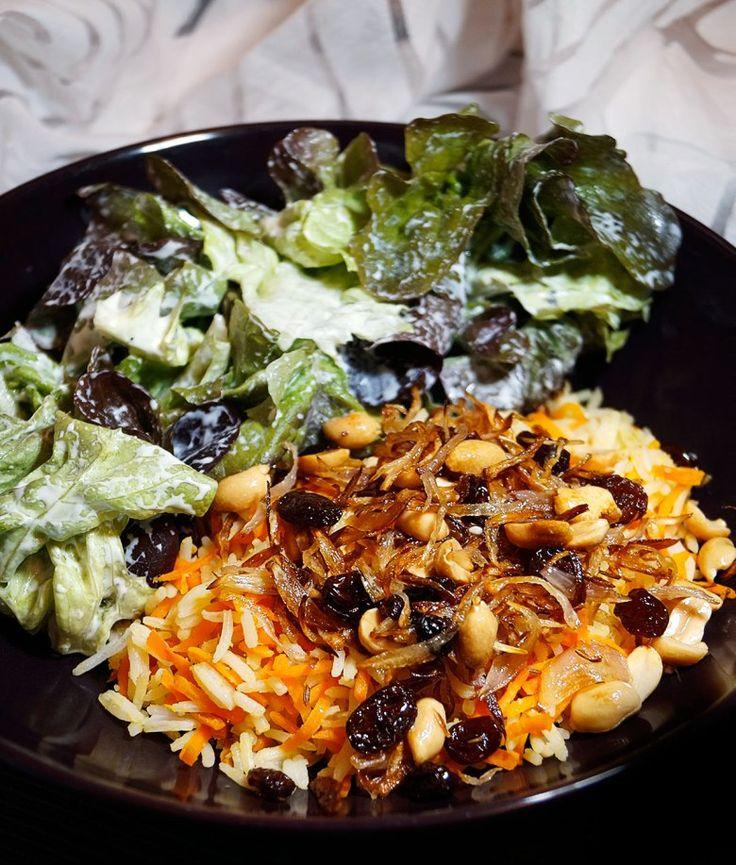 Rezept für indischen Möhren Reis mit einem Topping aus gebratenen Zweibeln, Rosinen und Zweibeln. Schnell und einfach zuzubereiten   Recipe for indian carrot rice