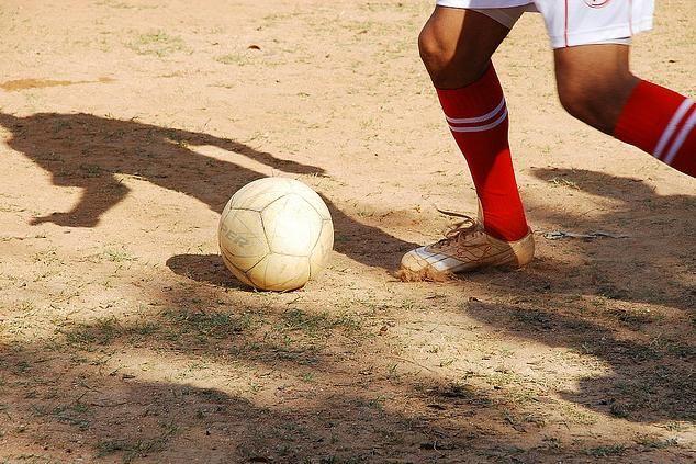 """No País do Futebol, onde reinam Pelés, Garrinchas e Leônidas, o sonho de todo jogador está na consagração de entrar em campo com um estádio lotado, tomado pela alegria e emoção - próprias de uma grande decisão. E assim será a final da Copa Kaiser, que no domingo assiste a disputa dos times EC Ajax...<br /><a class=""""more-link"""" href=""""https://catracalivre.com.br/sp/agenda/barato/pacaembu-recebe-final-da-copa-kaiser/"""">Continue lendo »</a>"""
