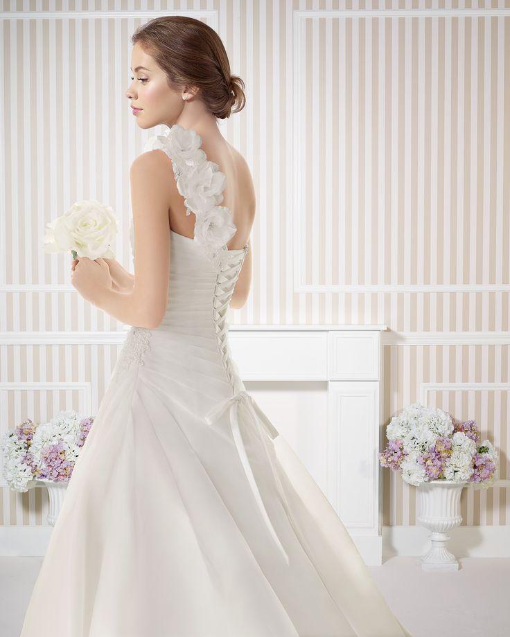 7S101 EBANO | Wedding Dresses | 2015 Collection | Luna Novias (close up back)