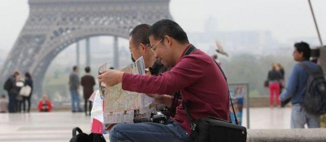 « Do you speak touriste ? » est le guide réédité par la chambre de commerce et d'industrie (CCI) de Paris Ile-de-France et le comité régiona...