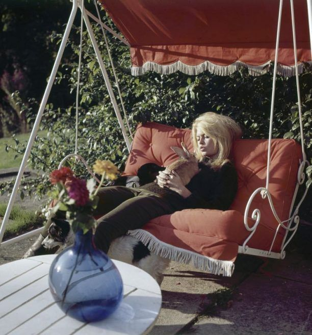 Brigitte Bardot Photographed By Ghislain Dussart With One Of Her Rabbits At Home In La Madrague Saint Tropez 1965 Brigitte Bardot Bardot Bridgitte Bardot