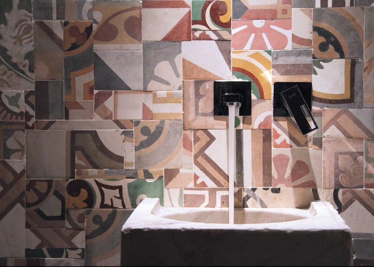 Bagno residenza privata in cementine multicolor artigianali di #DomenicoMori.  *** Private bath in multicolor cement handmade tiles by #MoriDomenico.  #multicolor #cement #tiles #handmade #madeinItaly
