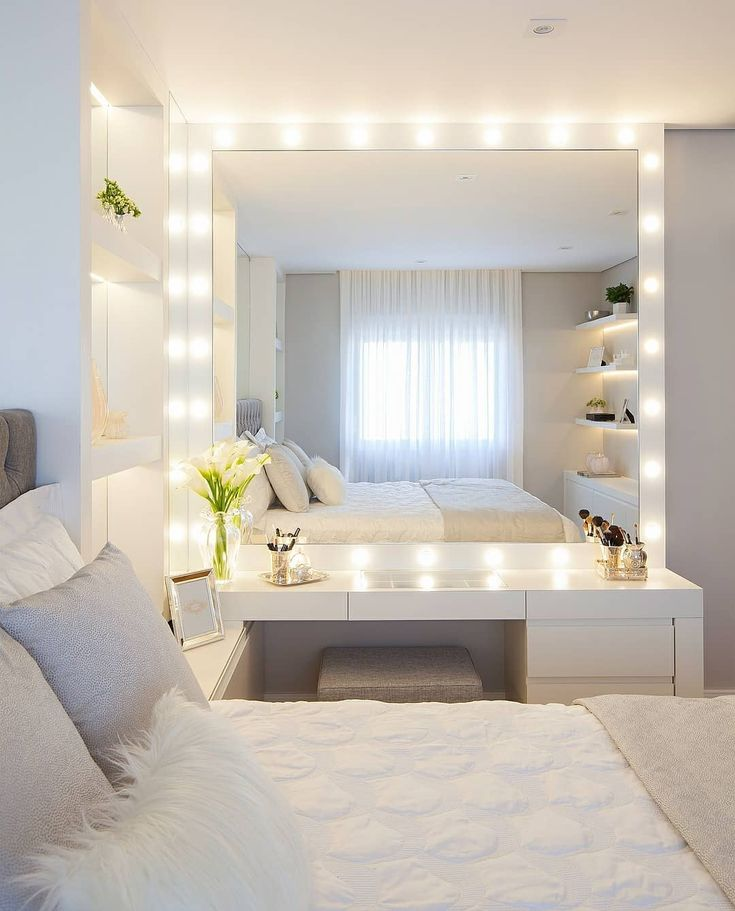 Workbench with mirror dressing room 😍 Beautiful clean bedroom inspiration all clean! Do you like it? Mark the friend who would love one of those! . (I.e.