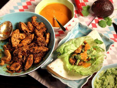 Kycklingtacos med rostad tomatsalsa | Recept.nu