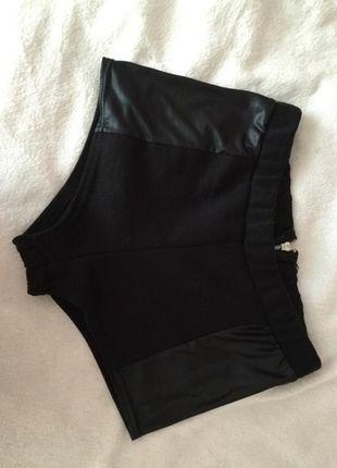 Kup mój przedmiot na #vintedpl http://www.vinted.pl/damska-odziez/szorty-rybaczki/10292574-krotkie-spodenki-wstawki-ze-sztucznej-skory
