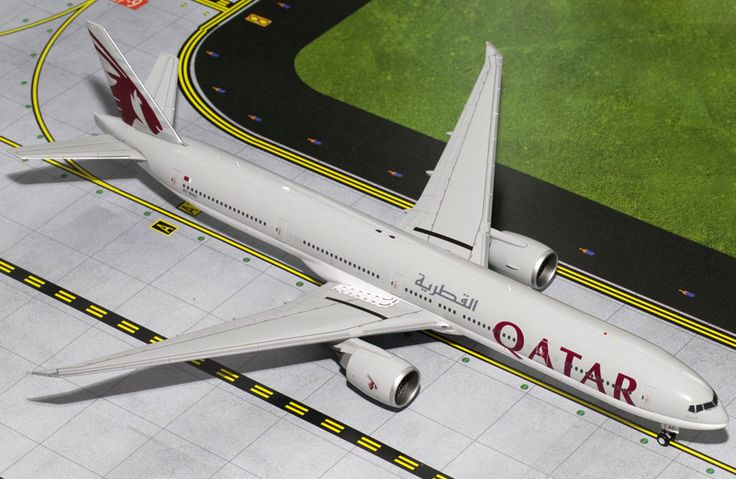 1/200 GeminiJets Qatar Airways Boeing 777-300ER Diecast Model