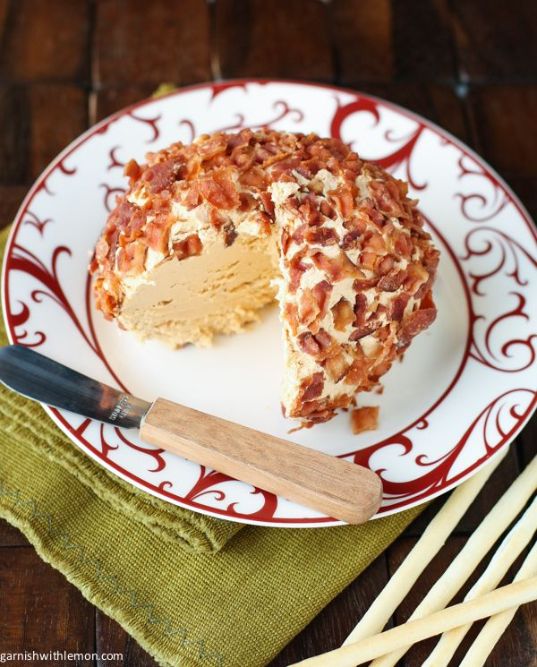 Chipotle Bacon Cheese Ball ~ can be made #glutenfree #gf