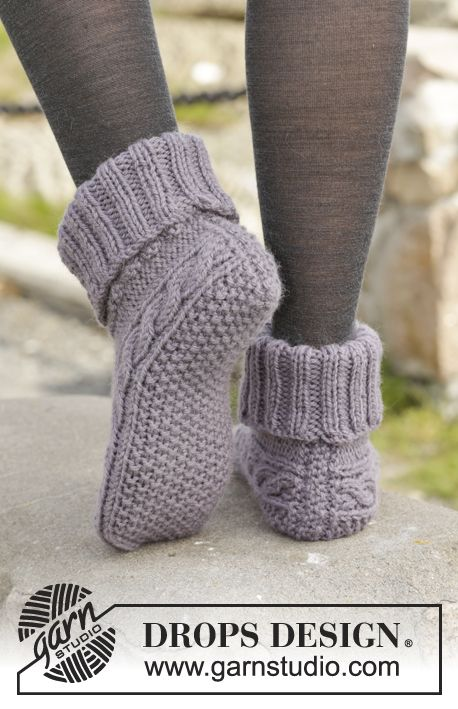 """Knitted DROPS slippers with cables in """"Nepal"""". ~ DROPS Design"""