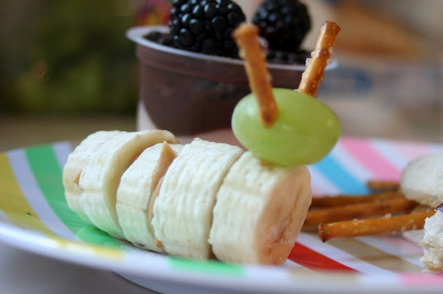 Caterpillar Fruit #very #hungry #caterpillar #birthday #party #theme #buffet #decorate #book #child #children #kid #toddler #baby #fruit #banana #grape #pretzel #snack #food