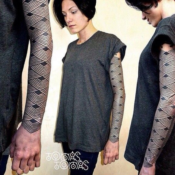 Impressive sleeve, also by Tomas Tomas.