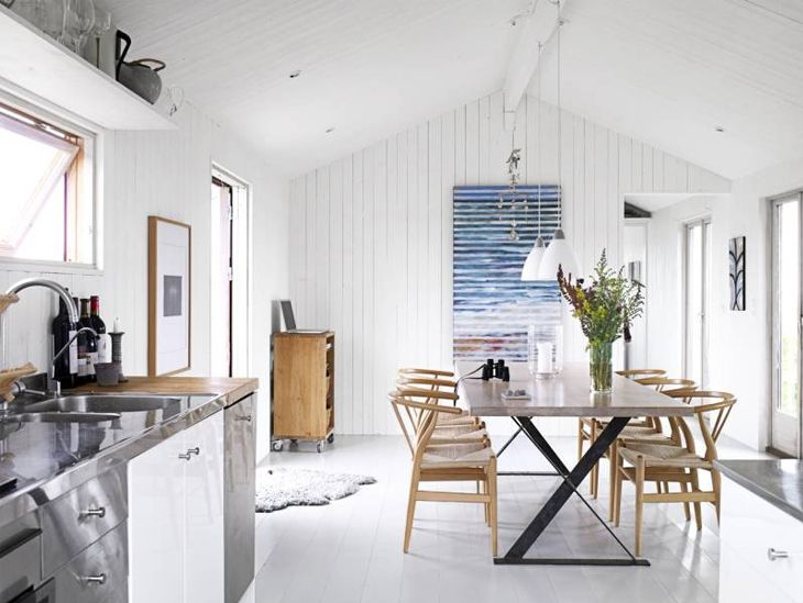 white Scandinavian summerhouse love (I do admire that Scandinavian simplicity)