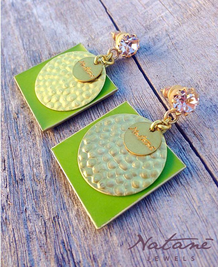 Natanè Planet earrings with customised enamels. #earring #orecchino #orecchini #colors #green #verde #rosa #pink #wood #legno #woman #fashion #style #outfit #swarovski #jewel #bijoux #girl #natanè #