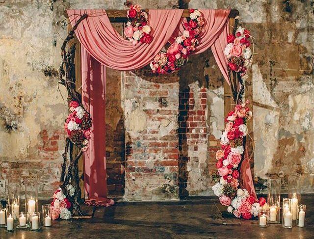 Квадратная деревянная арка на свадьбу в аренду
