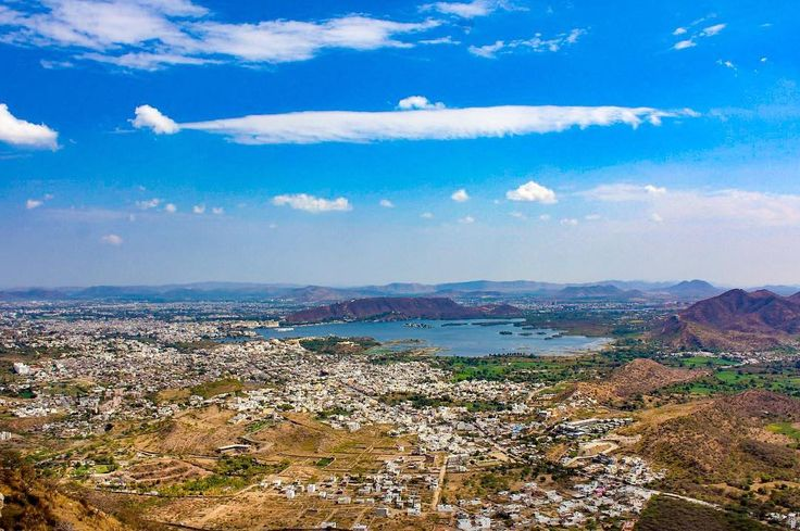 Udaipur is the closest city to my heart for several reasons one of which is the view and peace from this spot . . . My Fav Roadtrip . . #udaipur #lakes #view #valley #travelblogger #travelphotography #travelltales #travelogue #wander #wanderlust #travelblogger #mumbaikar #Rajasthan #royal #cityscape #india #ig_india #india_gram #igers_rajasthan #udaipurblog