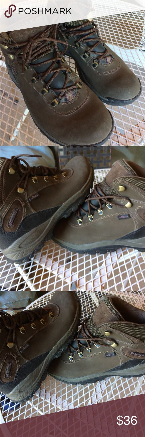 Columbia waterproof s9 lightweight hiking boots. Columbia Kahki waterproof size 9 lightweight hiking boots. Columbia Shoes Athletic Shoes