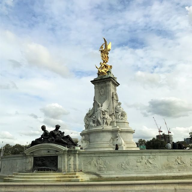 Buckingham Palace. See more on what to do (and where to eat) for a romantic, long weekend in London!  Click or visit FabEveryday.com for reviews, recommendations and tips for a quick getaway to this fabulous city with your partner.