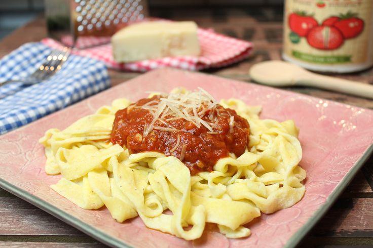 Low Carb Rezepte von Happy Carb: Mozzarella-Nudeln mit Tomatensoße - Eine weitere leckere Alternative für Low-Carb-Nudeln.