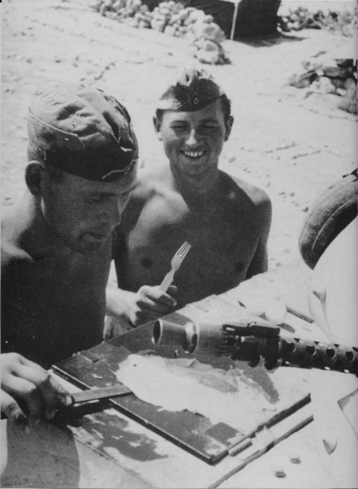 Frying eggs on a Panzer…This is Afrika Korps style!