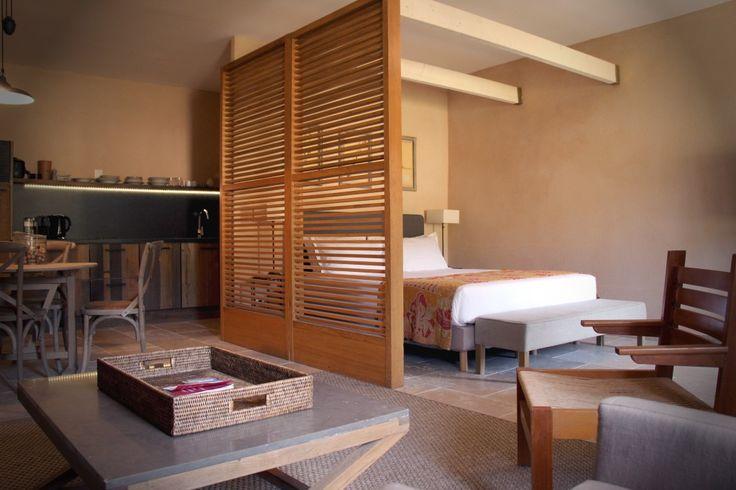 chambre et salon commune pour le gîte Merlot