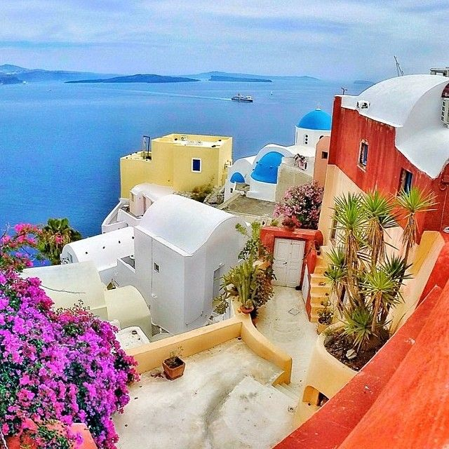 Good morning, Santorini!  Photo: @golden_heart