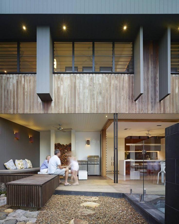 Beach House by Shaun Lockyer Architects