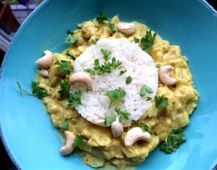 Une recette végé sympa, quand on ne sait pas quoi faire avec un chou pointu ;) Le curry se marie étonnement bien avec le goût et le moelleux du chou!
