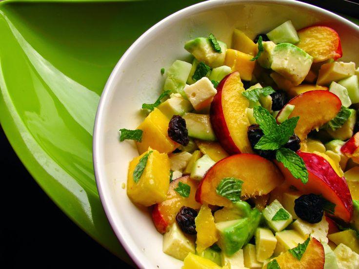 Salada de abacate, nectarina, manga e queijo do Pico