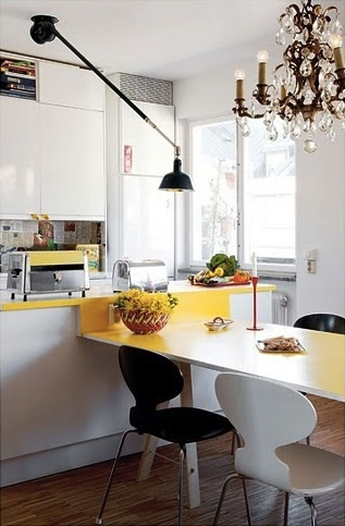 I think this kitchen is just adorable.
