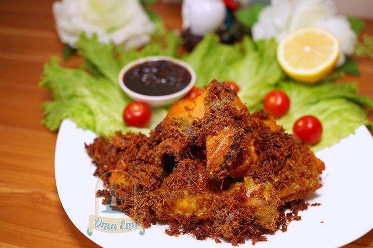 Anda tentu saja sudah tidak asing lagi dengan ayam goreng bumbu lengkuas. Untuk pecinta ayam goreng makanan yang satu ini tentu saja bukan hal yang sulit di dapat lagi, karena ayam goreng bumbu lengkuas ini sangat mudah untuk di buat sendiri.