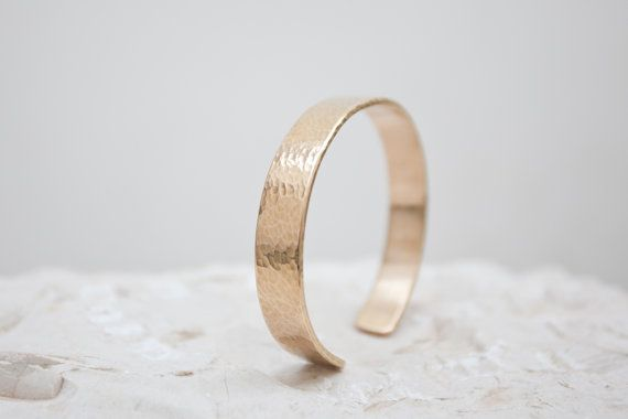 Hammered brass bracelet 2mm thick by BelisamaCrafts on Etsy, €14.00 #metalwork #jewelry #jewellery #bracelet #open #cuff #hammered #brass