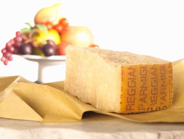 Sapevi che per produrre il Parmigiano Reggiano si utilizza solo latte crudo?