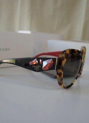 À vendre sur #vintedfrance ! http://www.vinted.fr/accessoires/lunettes-de-soleil/26516232-neuve-et-authentique-lunette-prada