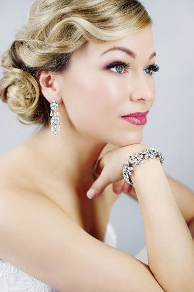 Wedding hair! glam vintage up-do hair updo twist curl romantic brooch jewel clip feather eyeliner lips strong cat eye bride bridesmaid prom