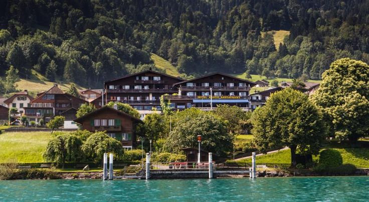 Hotel Kreuz Leissigen Located in the quiet village of Leissigen, 8 km from Interlaken, Hotel Kreuz offers panoramic views over Lake Thun and the surrounding mountains. Free WiFi is available, and there is a sunbathing lawn with deck chairs at the lakeside.