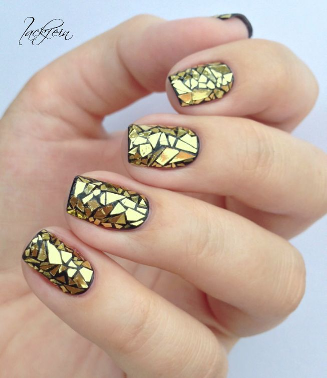 Gold and black crackle nails #nails #metallic #manicure #mani