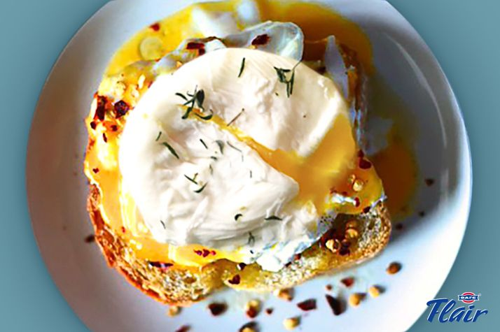 Αυγά ποσέ με Flair Cottage Cheese και φασκόμηλο. Τέλειο brunch! Δες εδώ τη συνταγή αναλυτικά: http://bit.ly/2uaOTJn