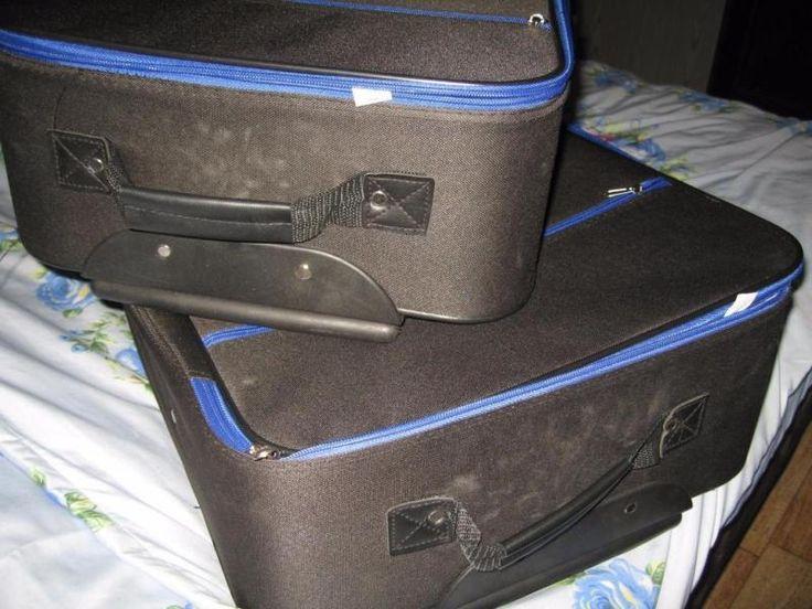 Biete 2 Teiliges Kofferset welches wenig genutzt wurde. Trotz alledem sollte es vor Benutzung noch einmal ein wenig gereinigt werden , da es ein wenig staub angesetzt hat. Bestehend aus einen großen und mittleren Koffer. Genaue Maße auf Anfrage. der größer koffer hat die maße von 66x42x20, der kleinere 56x36x20.Versand möglich
