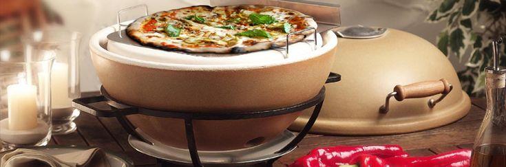 De keramische tafel-pizza-oven, tevens te gebruiken als BBQ en rookoven.