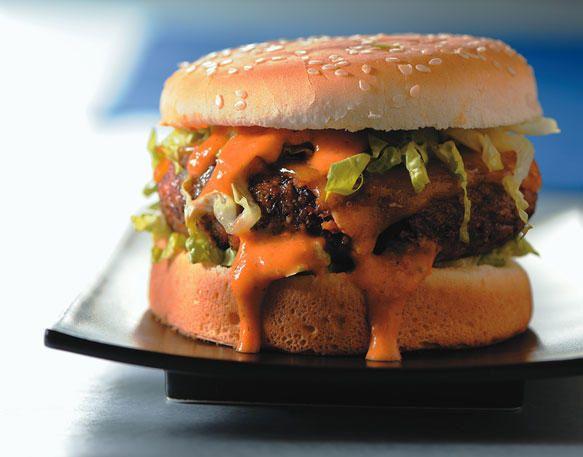 Hamburger vegetariani con fagioli Red Kidney e condimento affumicato al pomodoro