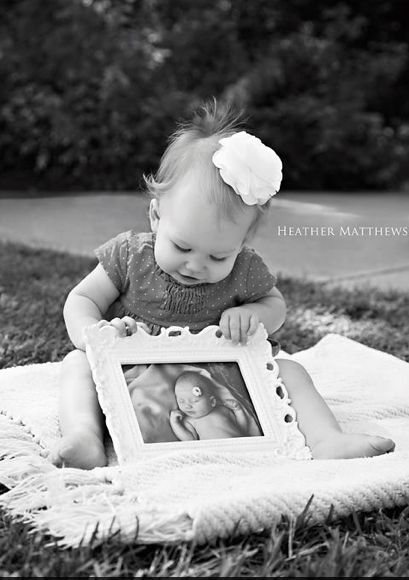 Love this idea for a pregnancy announcement!  Picture courtesy of Heather Matthews Photography