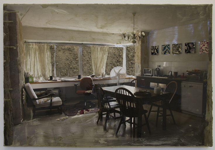 Naomi Safran-Hon, Home Invasion VII (table), 2011, 63.5 x 43 cm, ink jet print, kant en cement op canvas