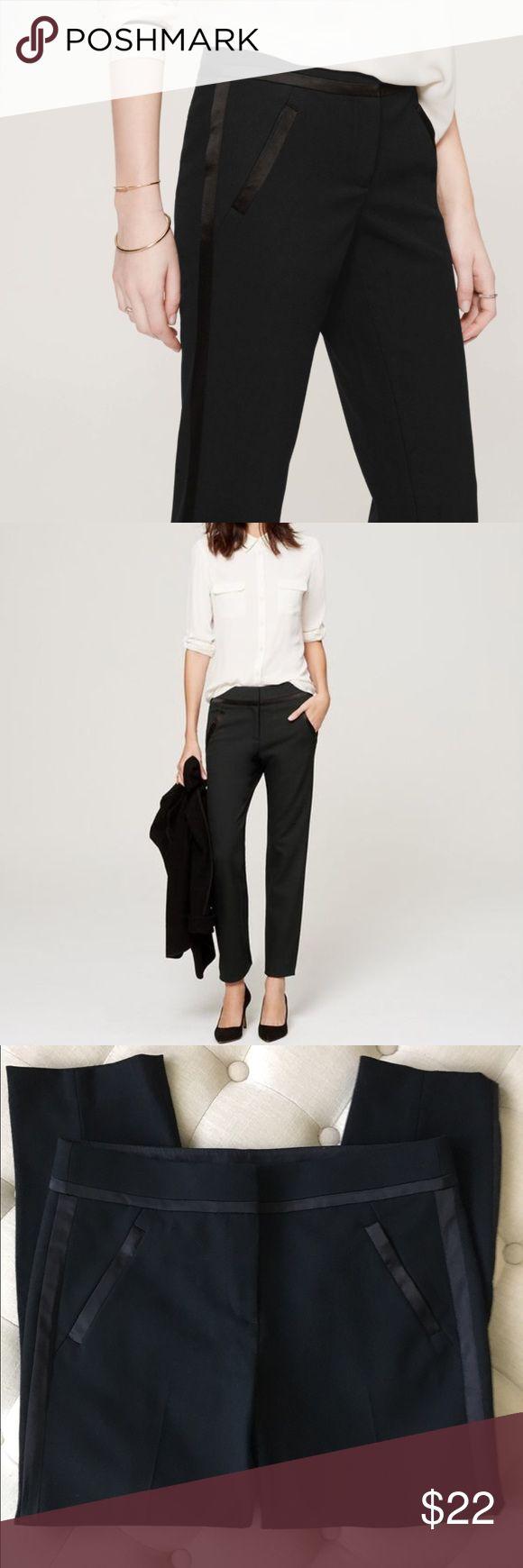 "NWOT Loft Tuxedo Stripe Cropped Marisa Pants sz 8P Awesome Loft black tuxedo stripe cropped pants in Marisa fit size 8 P. Brand new ❤ Waist 33"", inseam 26"", length 35"". LOFT Pants Ankle & Cropped"