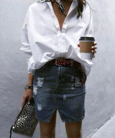 Kombinieren Sie einen Jeansrock mit einem Boyfriend-Button und einem Halstuch. Mit Daily Dress Me finden Sie das perfekte Outfit für jedes Wetter! Tagesfrau …
