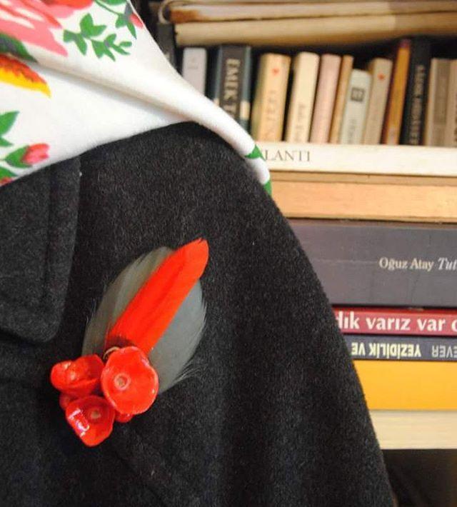 #MrsMimosa #brooches #pins #handmade #yakaiğneleri #elyapımı #broşlar #bijoux #bijüteri #redflowers #japaneseflowers
