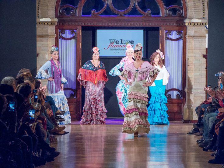 Desfile de mujeres de la unidad de oncología del Hospital Virgen Macarena en We love flamenco